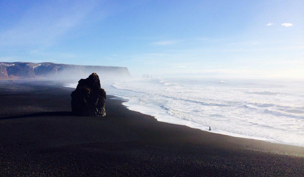 Praia de areia negra Dyrhólaey - Vík - foto Lalai Persson