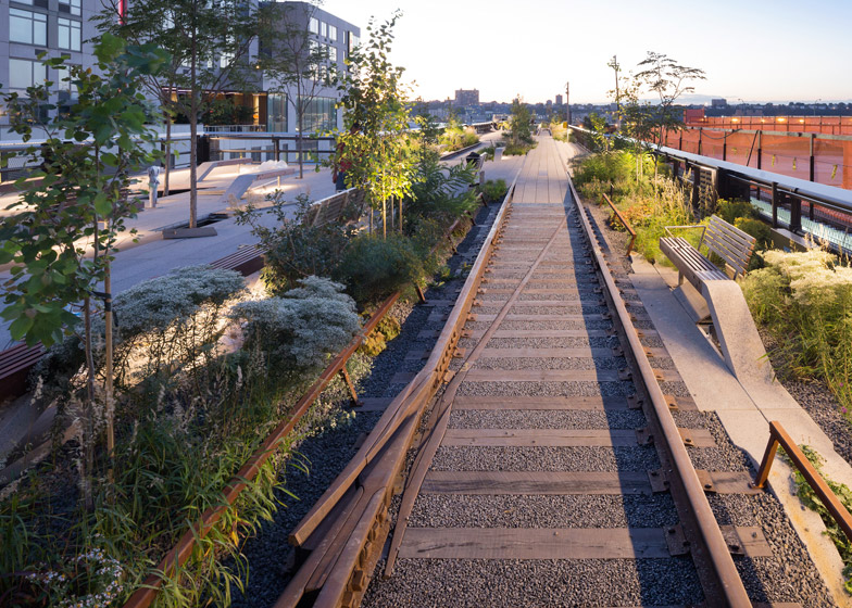 The-High-Line-at-the-Rail-Yards_dezeen_784_21