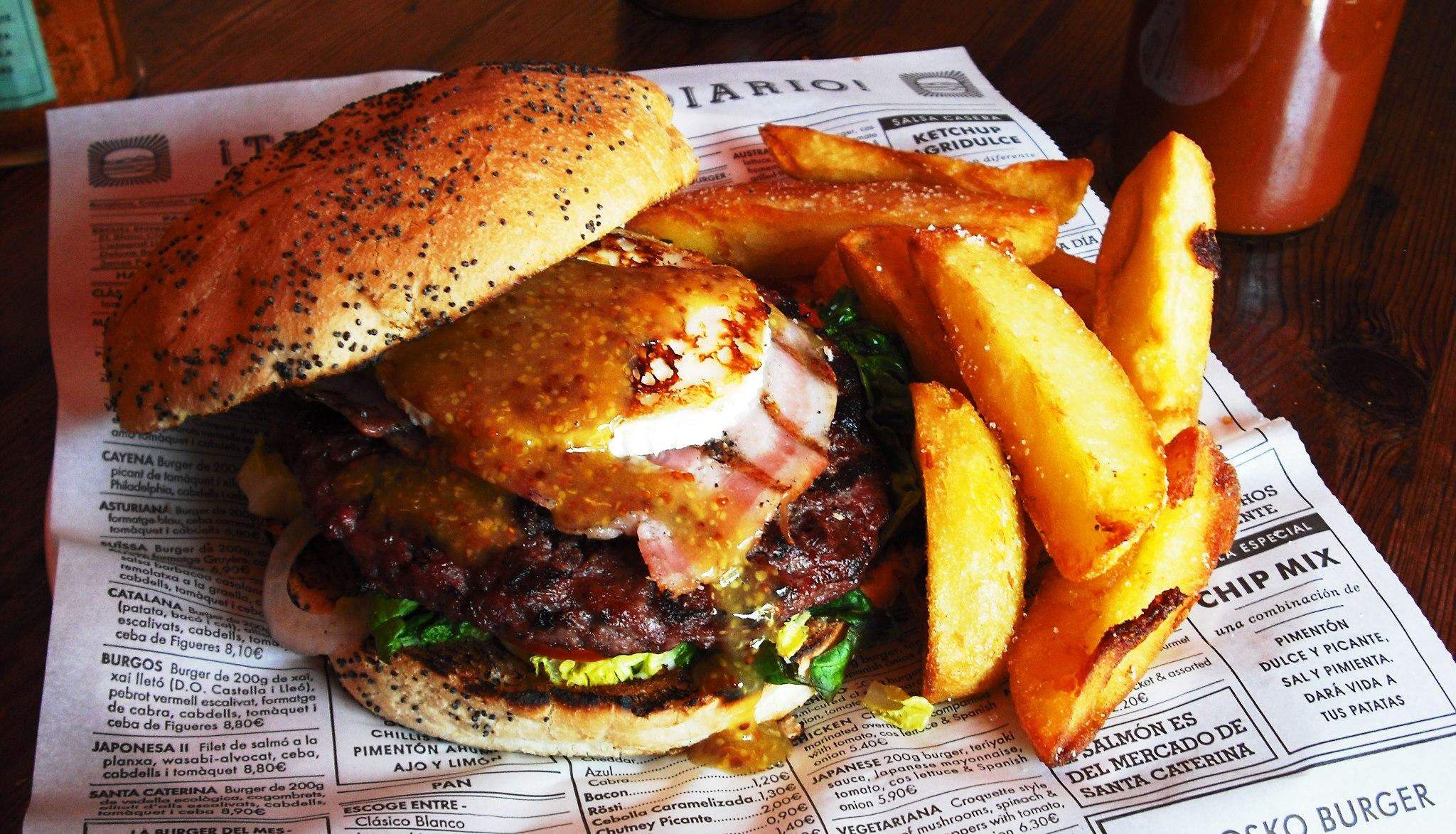 O suculento hamburguer com queijo do Kiosko