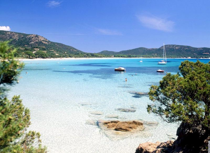 A praia de Palombaggia na Ilha da Córsega