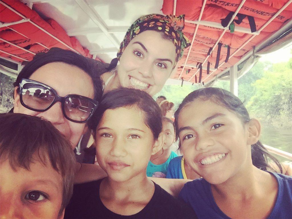 Eu, Mai e as crianças lindas do Viva Amazônia