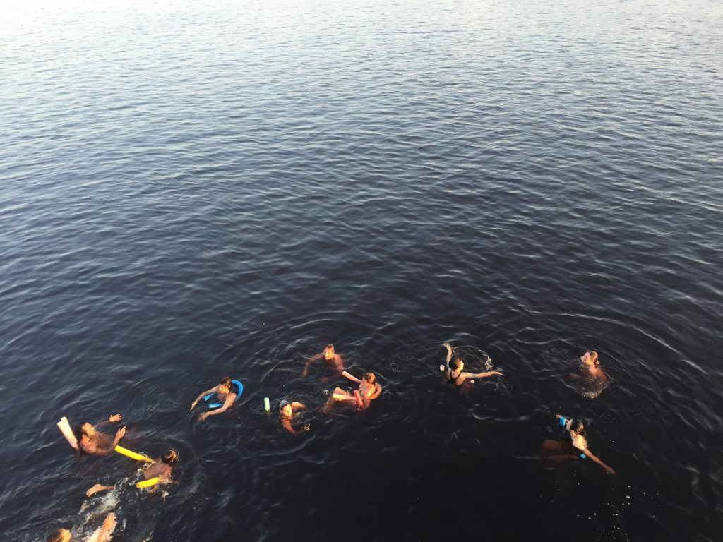 Nós nos esbaldando nas águas do Rio Negro