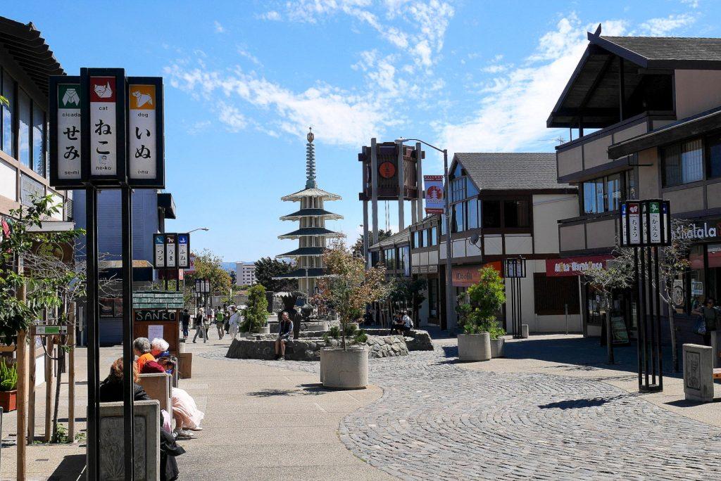 Doada pela cidade de Osaka durante a reforma de Japantown, a Peace Pagoda virou cartão postal e ponto de encontro da área.