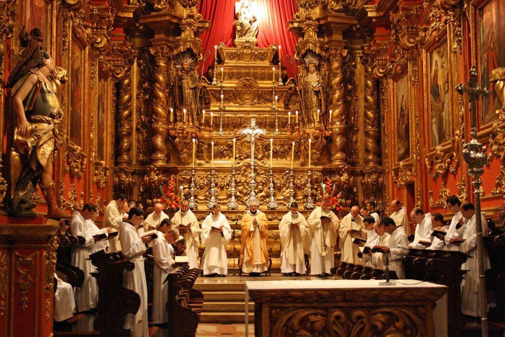 O Mosteiro de São Bento durante a Missa do Galo (foto: Halleypo)