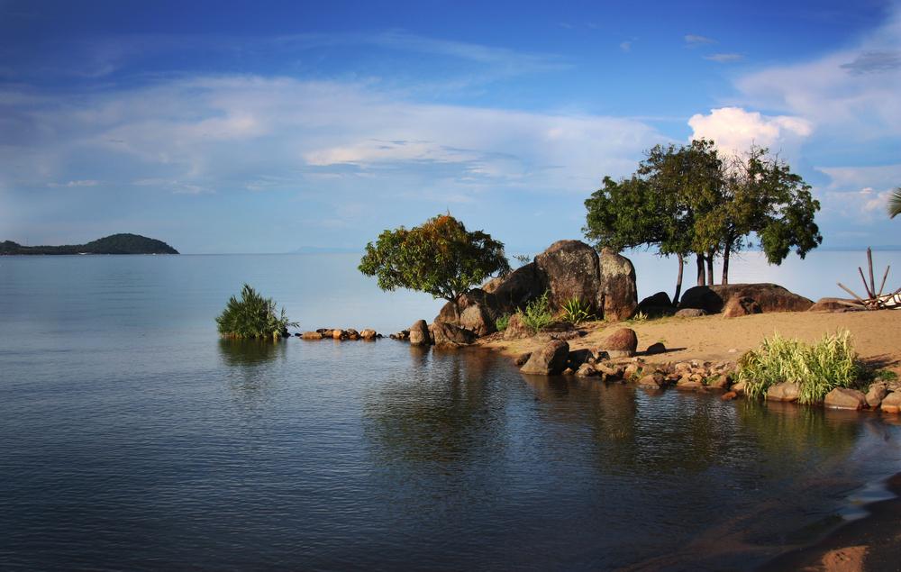 Lago Malawi, onde acontece o Lake of Stars Festival. Foto: Giovanni De Caro / Shutterstock.com