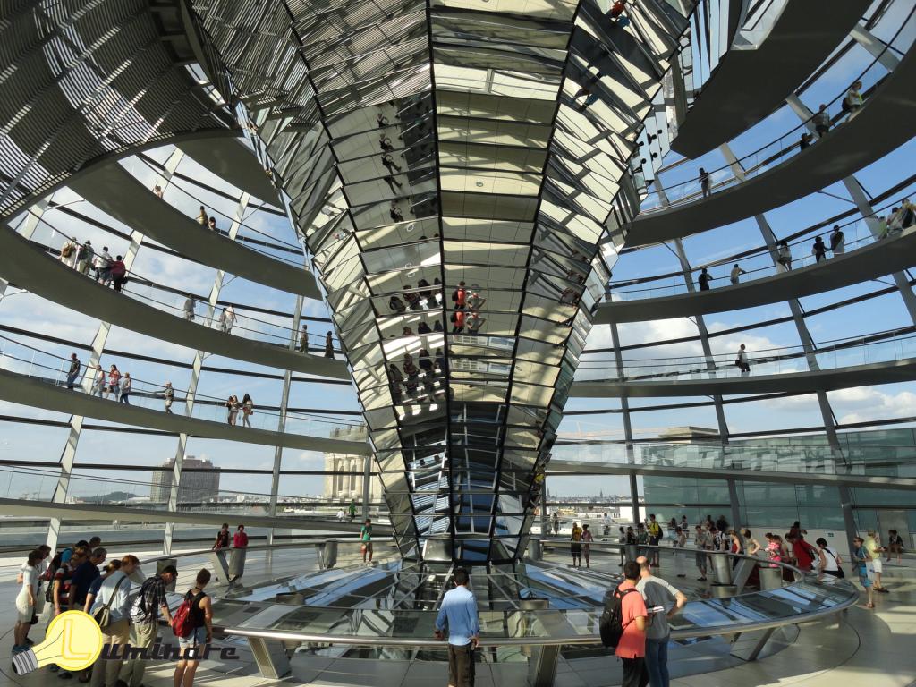 Vista interna da cúpula do Reichstag.