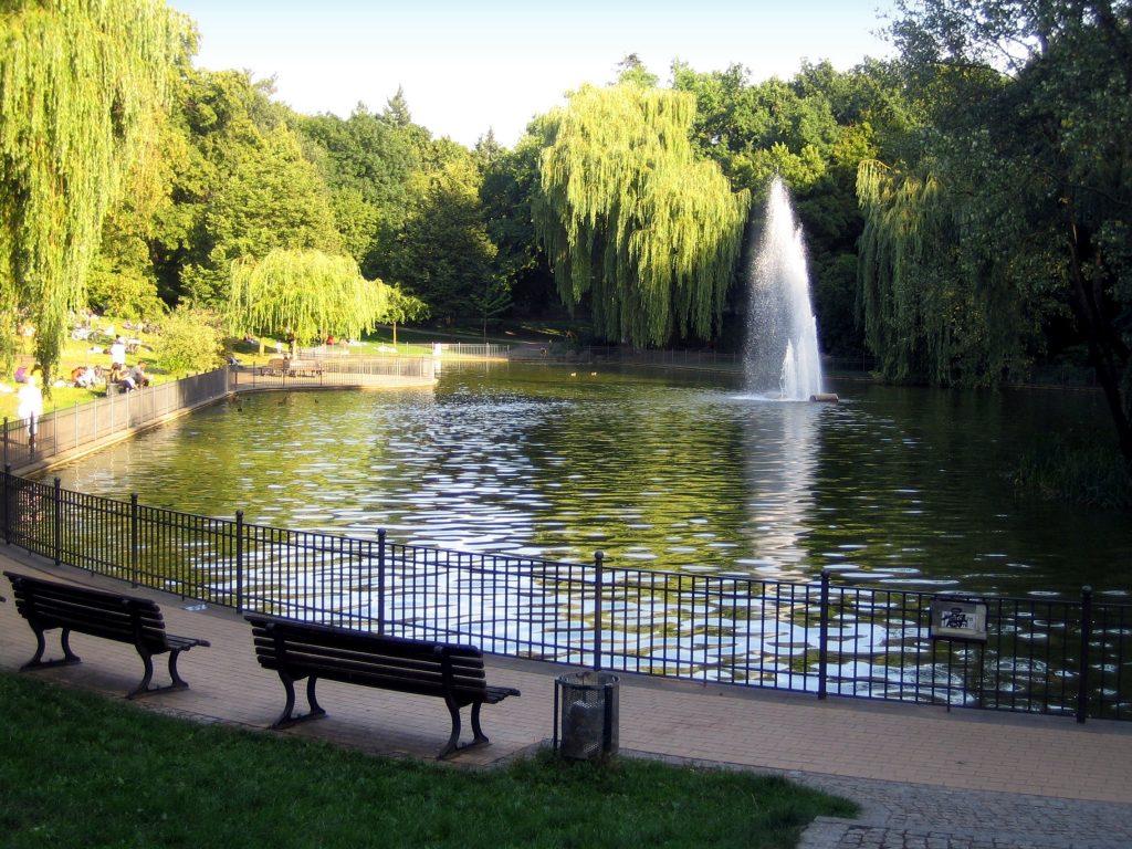 O lago do Volkspark Friedrichshain