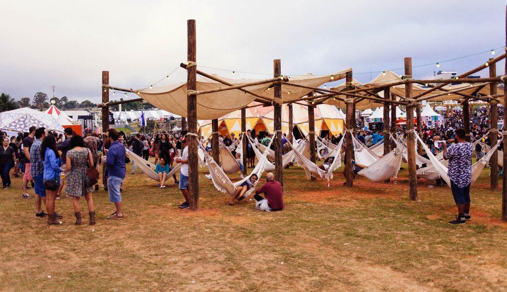 Uma das várias áreas de descanso no Lollapalooza. Foto: Ola Persson