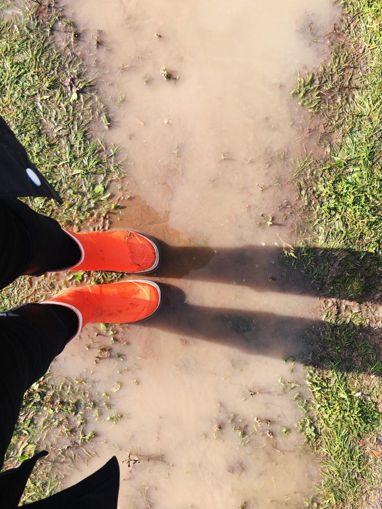 Eu começando a encarar a lama no segundo dia de festival. Foto: Lalai Persson