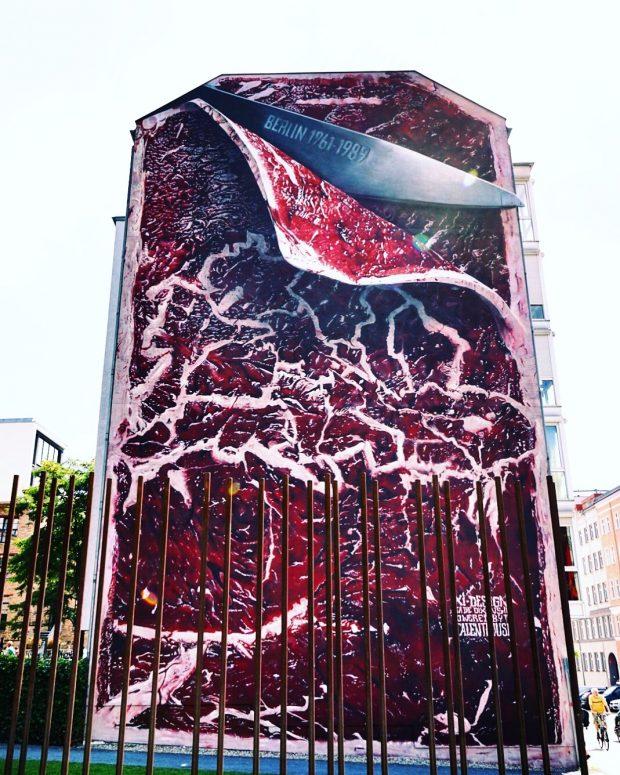 Mural ao lado do Memorial Wall Museum. Foto: Lalai Persson