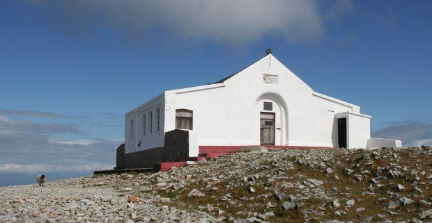 Capela em Croagh Patrick, no local onde São Patrício passou por um longo período de jejum. Foto: Störfix