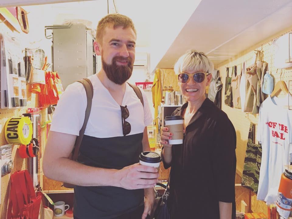 eu e o Ola pegando um café. Foto: Urban Living Coffee