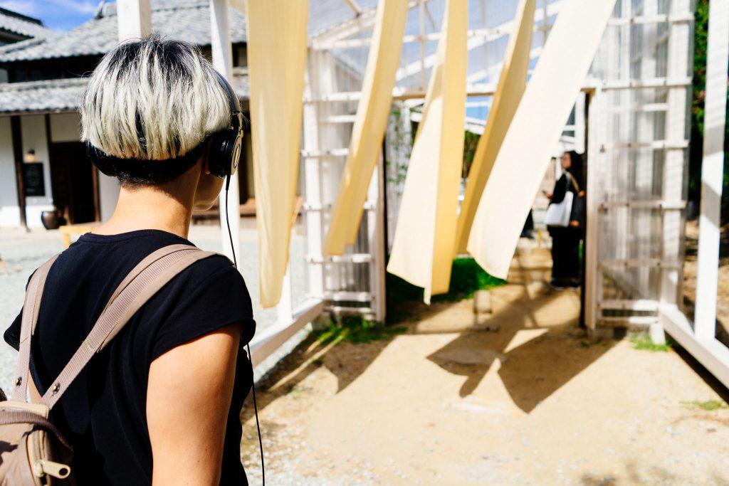 Eu participando da interação do Lemon Hotel, em Teshima. Foto: Ola Persson