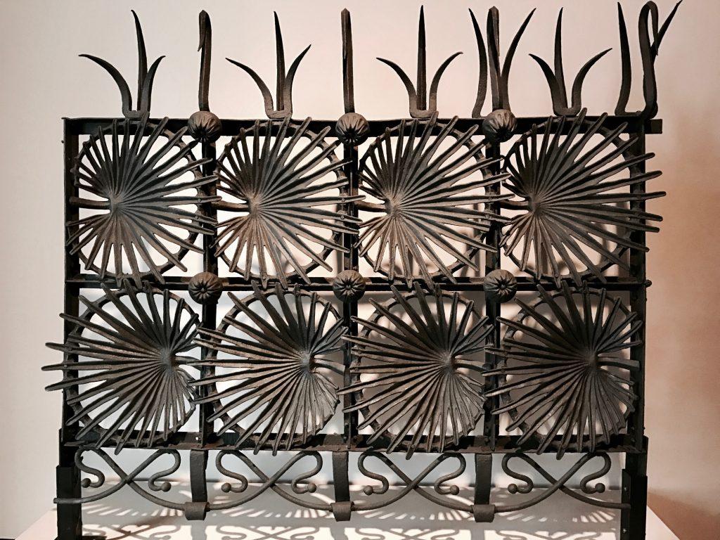 Detalhe do portão da Casa Vincens