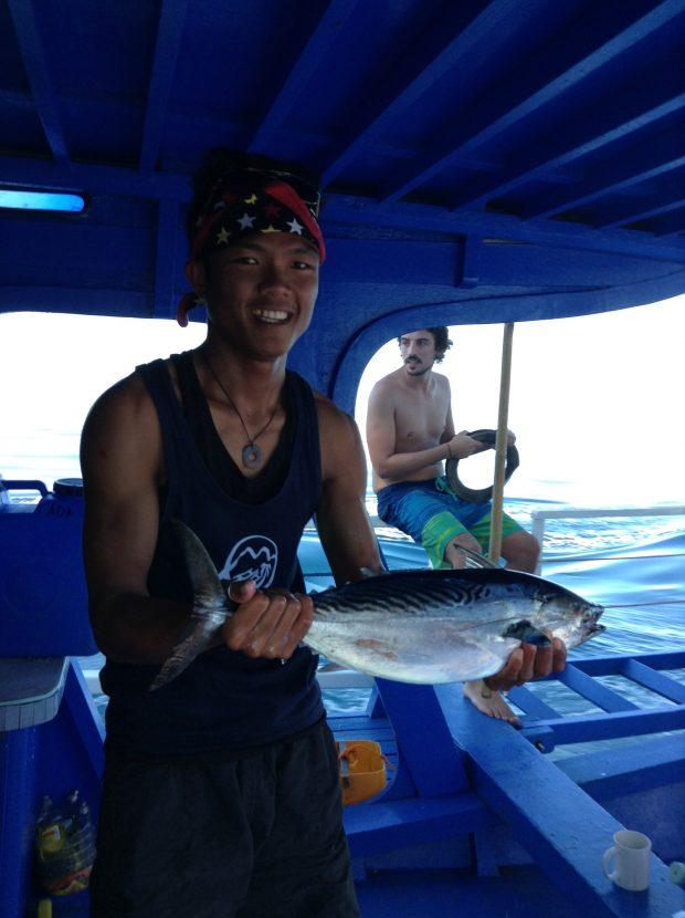 Expedition Leader Jimboy e seu atum pescado em alto mar