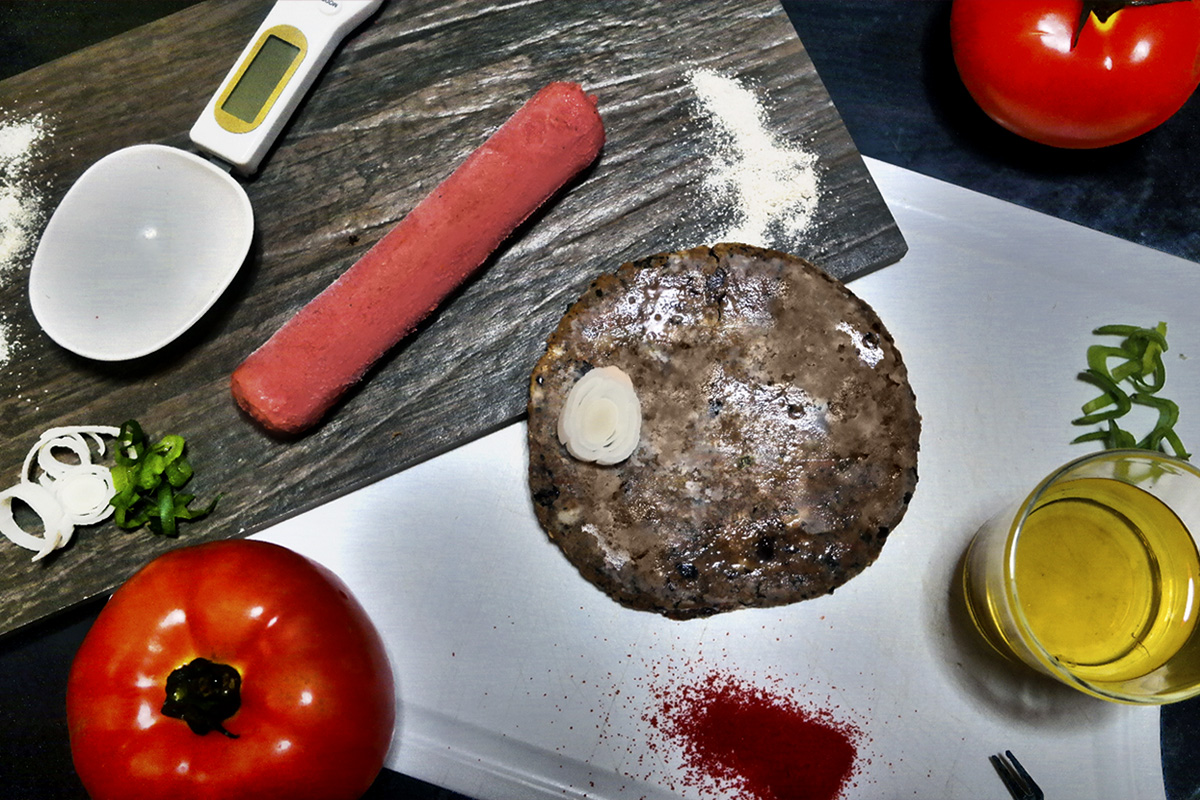 hamburguer e salsicha vegana do açougue No Bones