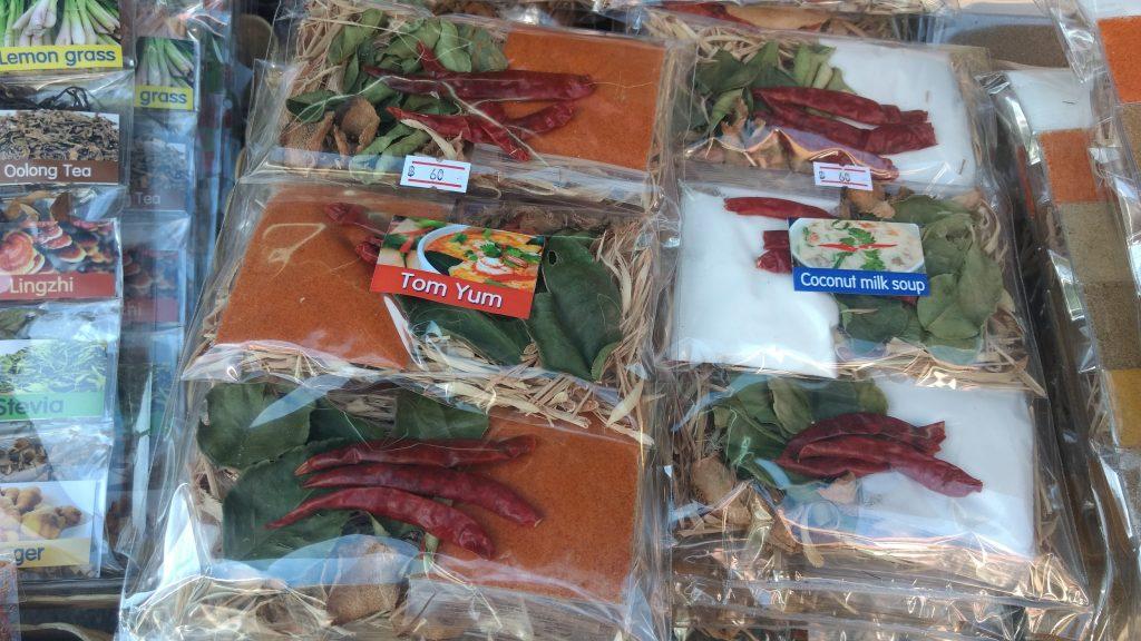 Kits no Ming Muang Market. Foto: Daniella Valentin