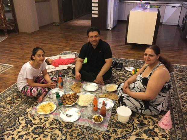 Uma das várias famílias que me acolheram e convidaram para jantar | Foto Vanessa M.