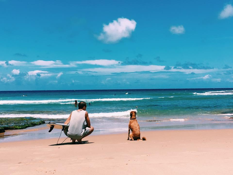 Esperando a hora de entrar no mar em Tofinho - Foto Angela Mansim