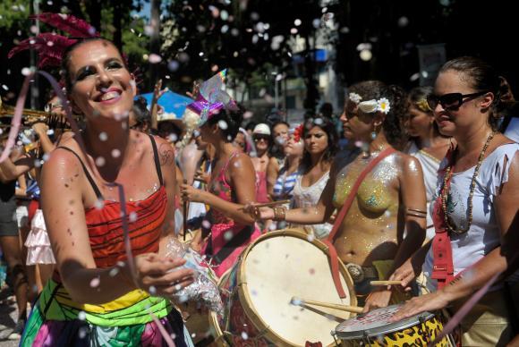 O Bloco das Mulheres Rodadas faz uma crítíca bem-humorada ao machismo. Foto: Tânia Rêgo/Agência Brasil