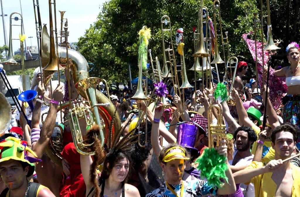 A Orquestra Voadora arrasta uma multidão pelo Aterro. Foto: Fernando Maia/Riotur