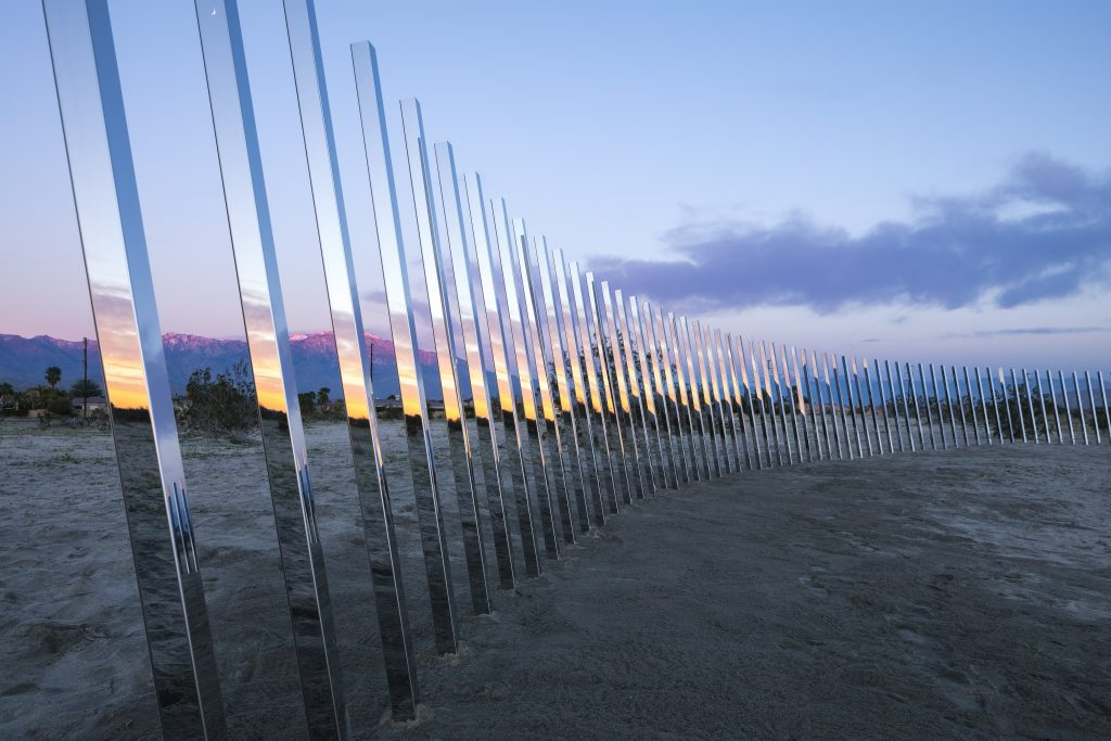 The Circle of Land, por Phillip K Smith III. Foto: Lance Gerber - cortesia Desert X