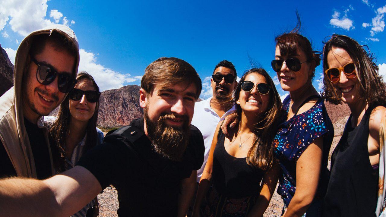 Grupo de viajantes na quebrada de las conhcas