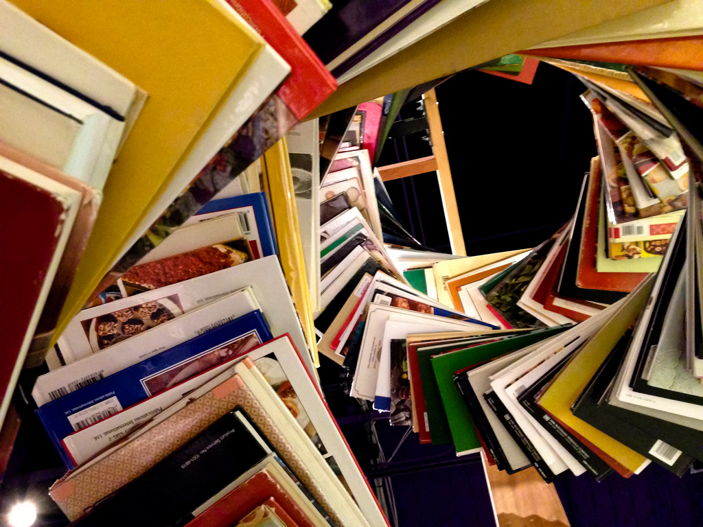 Swirl of books - foto: Flickr / Judit Klein