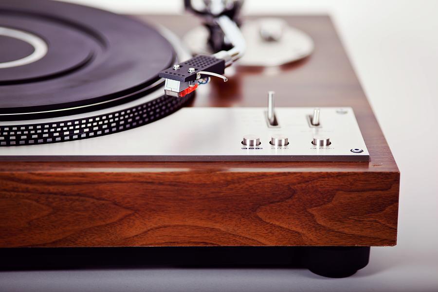635874832362645537-1511538839_vinyl-record-player