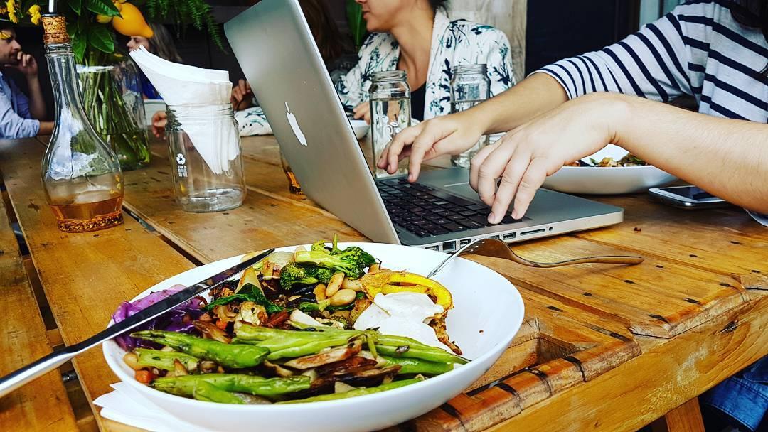 Almoço na Simplesmente. Foto: Jo Machado