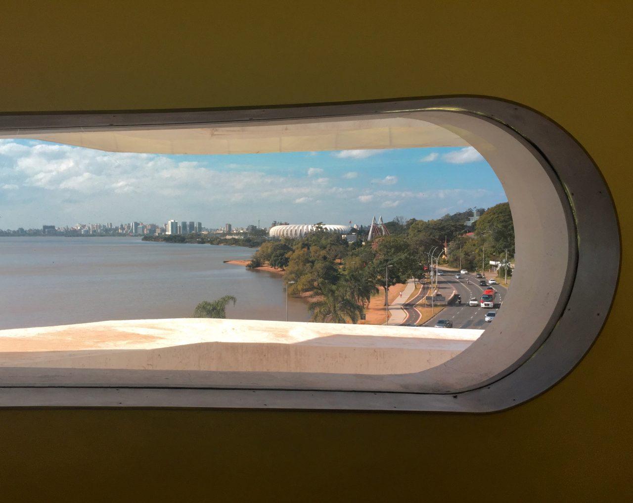 Vista do Rio Guaíba e da orla de Porto Alegre, da Fundação Iberê Camargo - foto: Renato Salles