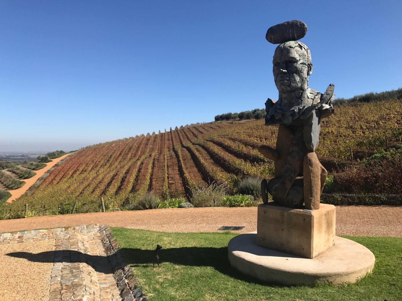 Esculturas no meio das vinhas na vinícola Tokara, África do Sul - foto: Renato Salles