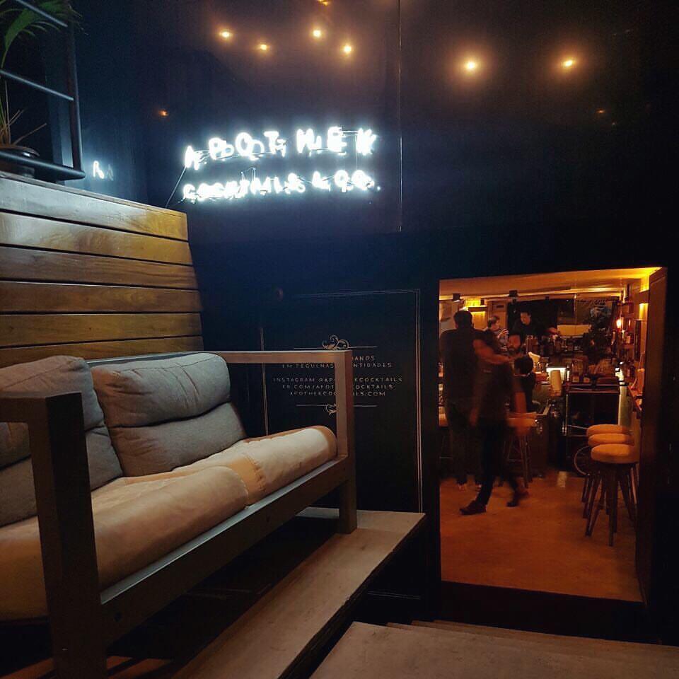 A área externa do Aphotek. Foto: divulgação na fanpage do bar