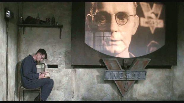 Cena do filme '1984', de Michael Radford, com John Hurt