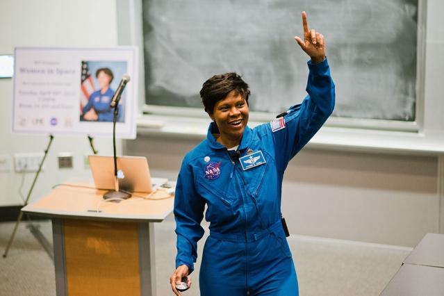 Yvonne, a primeira astronauta nega da NASA, estará por lá. Foto: NASA