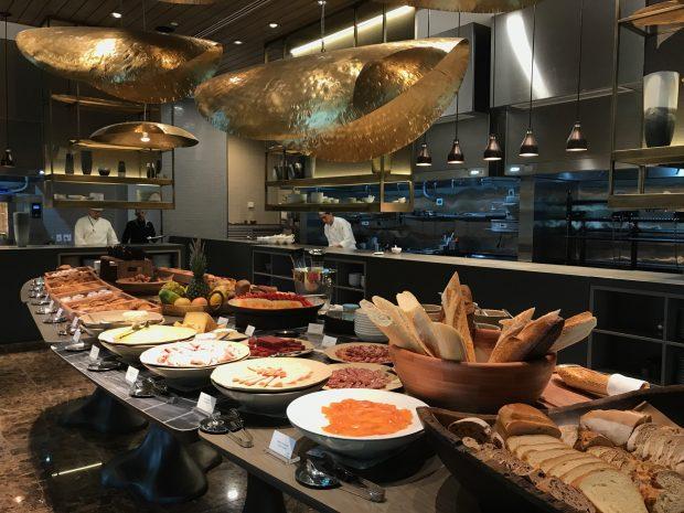 O café da manhã é servido também para visitantes, de segunda a sexta, até às 10h30. O preço é R$96 - foto: Renato Salles