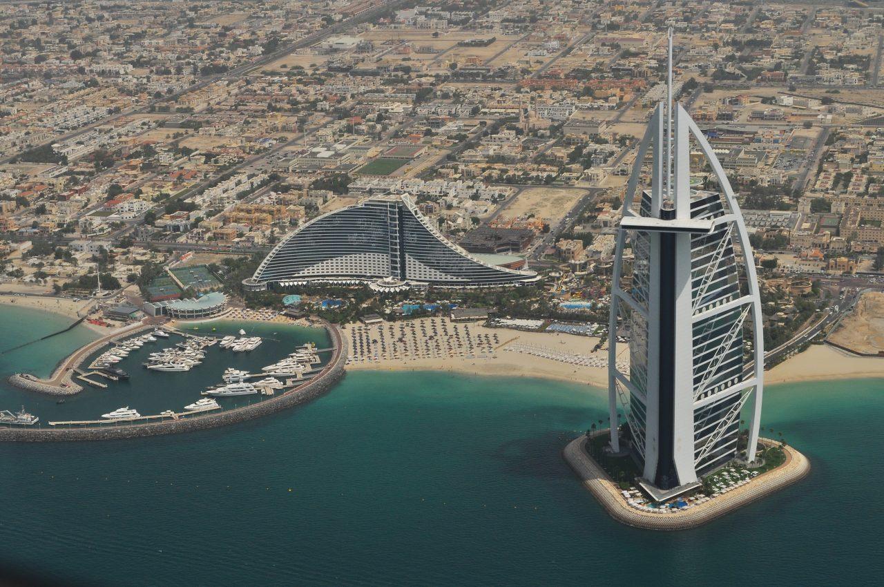 Dubai vista de cima. Foto Roman Logov