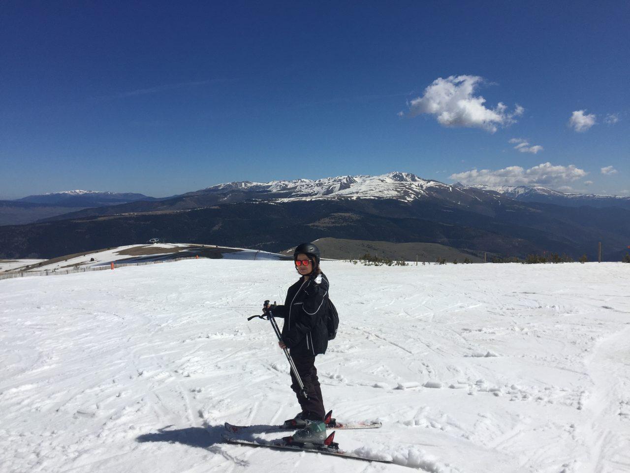 Vanessa posa com seus equipamentos na neve. Foto: Gentil estranho que pegou meu iPhone