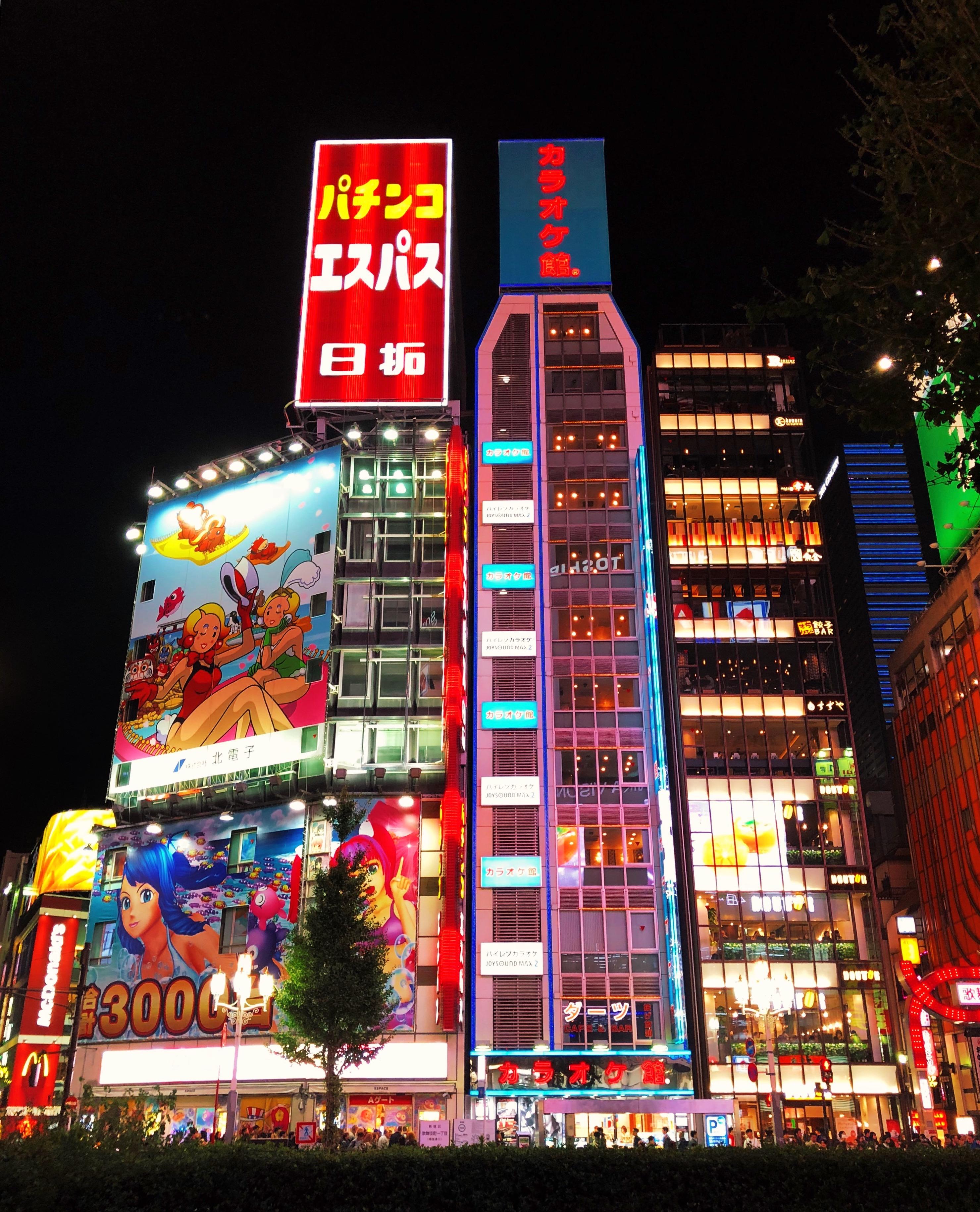 As cores de Shinjuku, Tóquio.