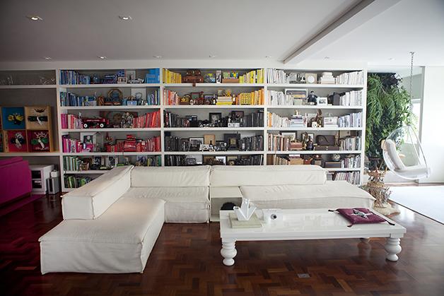 Apart Gallery
