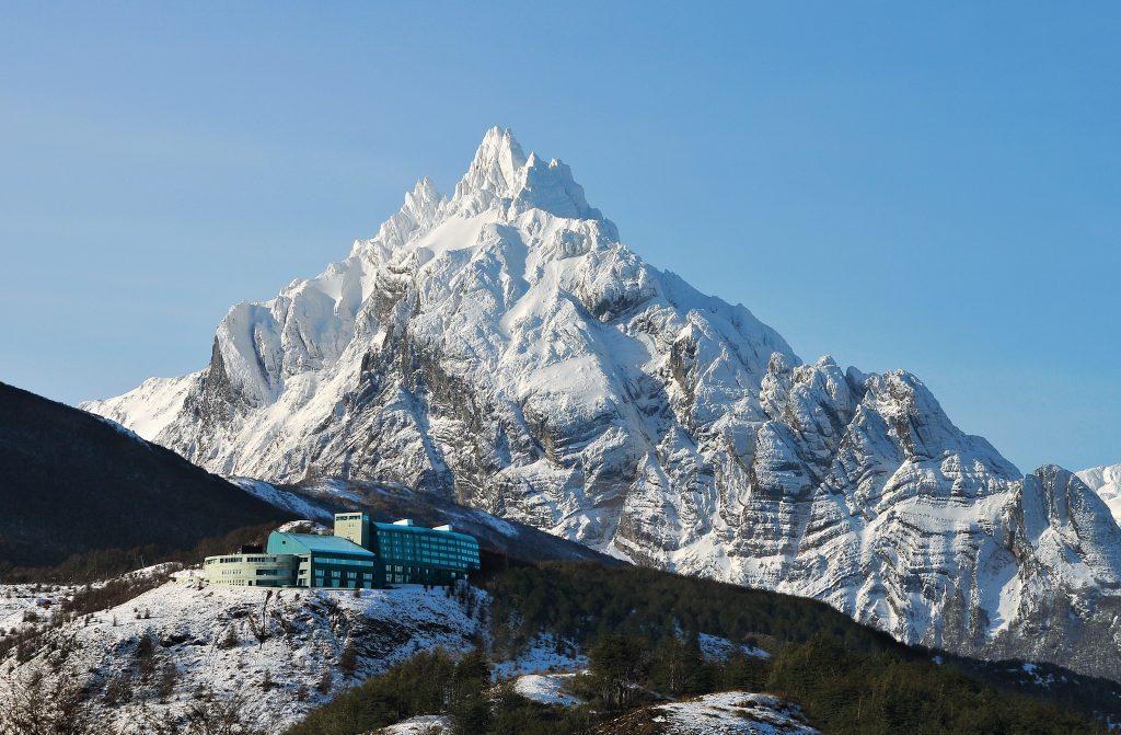 Monte Olivia reinando absoluto atrás do Arakur Ushuaia. Foto: Divulgação Arakur