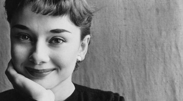 Audrey Hepburn - 1951 - por Irving Penn. Foto: Condé Nast
