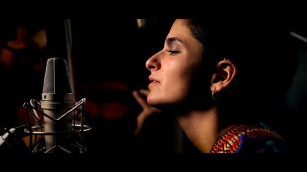 A artista palestina Rasha Nahas - frame vimeo - uma das presentes no SIM São Paulo